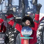 Nữ thám hiểm lái máy kéo đến Nam Cực