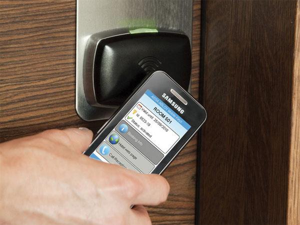 Mở cửa phòng khách sạn bằng smartphone