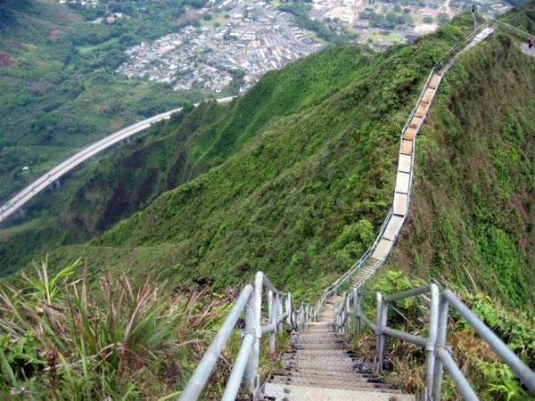 """Chinh phục những """"cầu thang lên thiên đường"""" nổi tiếng thế giới"""