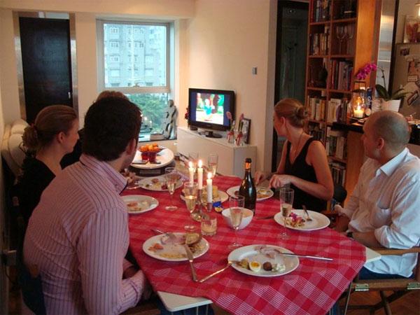 """Hằng năm, vào 3h chiều ngày giáng sinh, các gia đình ở Thụy Điển ngồi quây quần trước tivi để xem """"Vịt Donald và những người bạn"""" và một số bộ phim hoạt hình ngộ nghĩnh khác."""