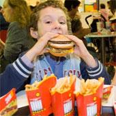 Đồ ăn nhanh có thể làm giảm kết quả học tập của trẻ