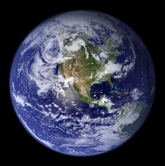 Hình ảnh cho thấy Trái đất màu xám chứ không phải màu xanh