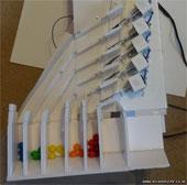 Video: Máy phân loại kẹo M&M tự chế từ iPhone