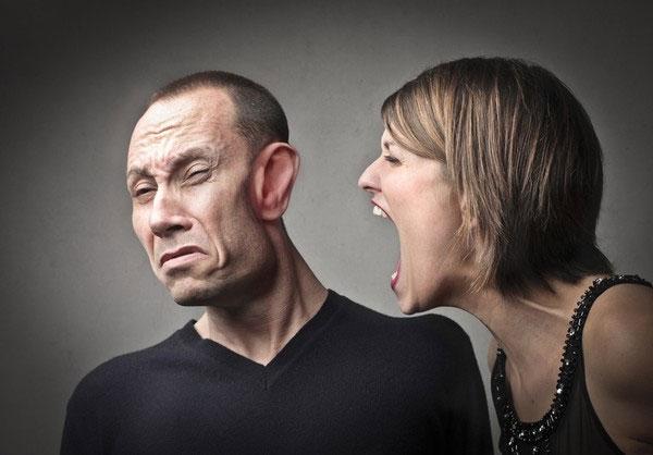 """Nguyên nhân khiến nam giới """"kích thích"""" khi nghe giọng phái yếu"""