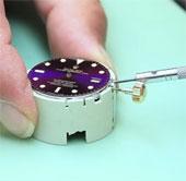 Video: Các công đoạn tháo tung một chiếc đồng hồ Rolex