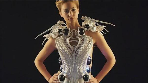 Áo robot bảo vệ người mặc