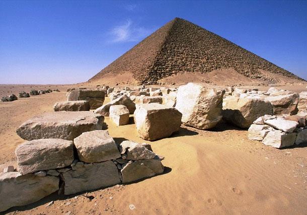 Kiến trúc sư xây kim tự tháp được biết đến đầu tiên là Imhotep