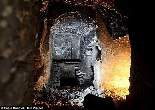 """Phát hiện lăng mộ của """"Thần Chết"""""""