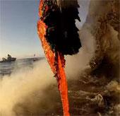 Video: Dung nham đổ xuống đại dương