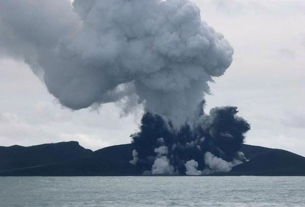 Đảo mới xuất hiện ở Tonga sau núi lửa phun