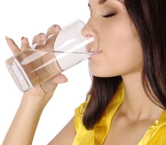 Nước bổ sung ion có thành phần tương tự như nước trong cơ thể giúp bù nước nhanh chóng và hiệu quả