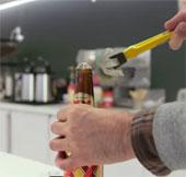 Video: Mẹo hay giúp bạn mở nắp chai mọi lúc, mọi nơi