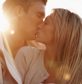 """Phát hiện gây sock: Con người không thể ngừng """"hôn nhau"""""""