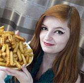 Thiếu nữ mắc bệnh sợ thức ăn