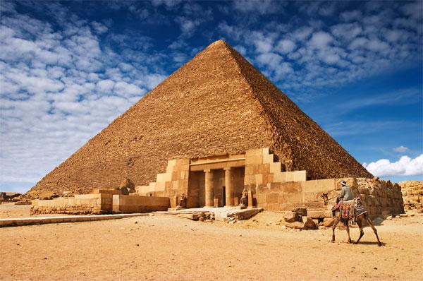 Nếu như các công trình kim tự tháp khác con người gần như đều có câu trả lời chính xác về cách thức mà người xưa đã sử dụng thì riêng với những kim tự tháp Ai cập, đây còn là một đề tài gây nhiều tranh cãi.
