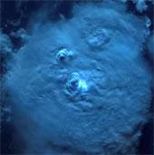 Video: Tia sét nhìn từ vũ trụ