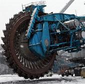 Chiếc cưa máy khổng lồ có thể san phẳng cả ngọn núi than