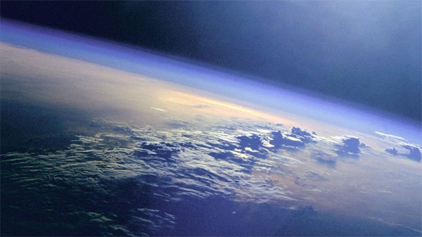 Tầng đối lưu ở gần Trái Đất nhất và cũng là tầng mỏng nhất