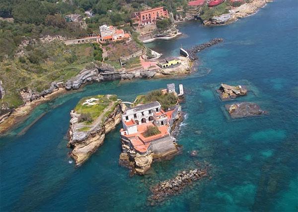 Bí ẩn hòn đảo tuyệt đẹp mang lời nguyền chết chóc