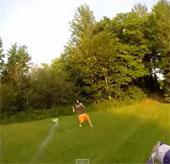 """Video: Máy bay drone gắn pháo hoa nhả """"đạn"""" như chiến đấu cơ"""
