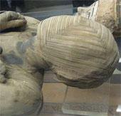 Xác ướp Ai Cập trôi nổi trên dòng kênh
