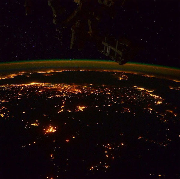 Video: Bắc cực quang tuyệt đẹp từ vũ trụ