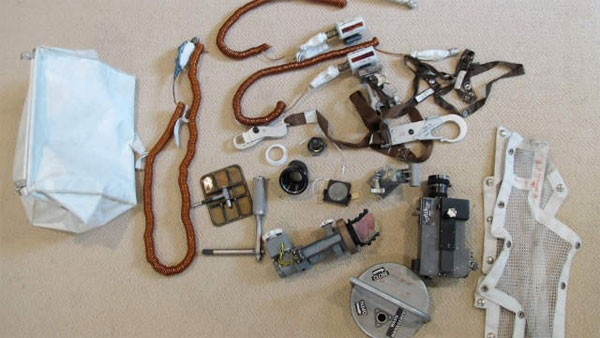 Tìm thấy túi dụng cụ của người đầu tiên lên Mặt Trăng