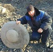 Phát hiện vật thể lạ có hình UFO chôn sâu dưới lòng đất tại Nga