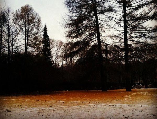 Tuyết màu cam dị thường ở nước Nga