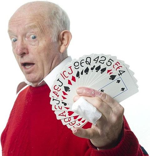 Lật tẩy bí mật trong ảo thuật chọn lá bài