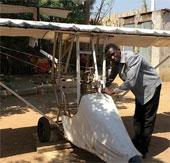 Chàng thanh niên tự chế máy bay ở Nam Sudan