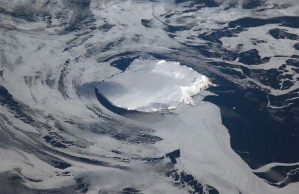 Ngọn núi nào cao nhất từ tâm trái đất?