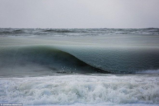 Sóng biển đóng băng ở Mỹ