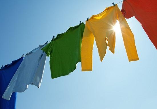 Kết quả hình ảnh cho hình ảnh quần áo phơi ngoài trời nắng