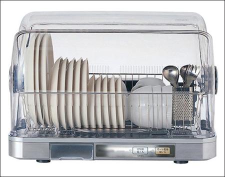 Dùng nước nóng tráng hoặc máy sấy bát đĩa để đồ gia dụng không bị mốc và đảm bảo vệ sinh.