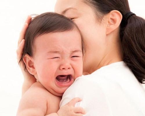 Cách bảo vệ sức khỏe cho bé khi thời tiết nồm