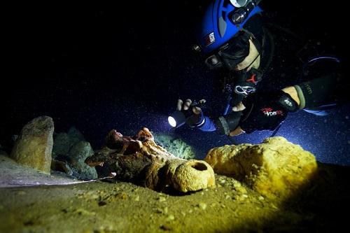 Thám hiểm nghĩa địa dưới nước ở Madagascar