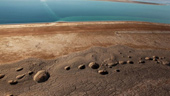 Hơn 3.000 hố tử thần quanh biển Chết