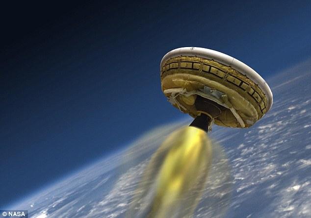 """NASA thử nghiệm """"đĩa bay"""" chắn nhiệt cho cuộc đổ bộ Sao Hỏa"""