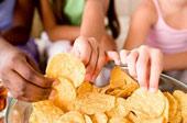 6 thực phẩm gây hại hơn cả hút thuốc lá