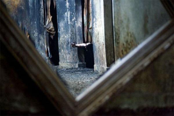 """Tìm hiểu về chiếc gương sát nhân """"Louis Alvarez 1743"""""""