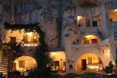 Thị trấn trong hang lạ lùng ở Tây Ban Nha