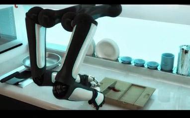 Anh chế tạo thành công robot đầu bếp