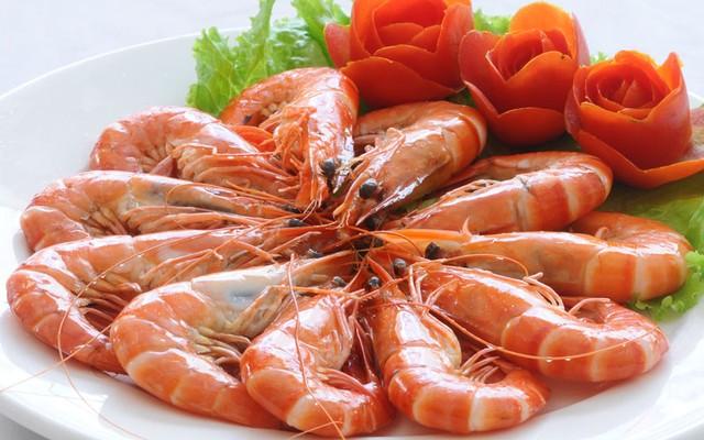 Nguy cơ tử vong khi kết hợp tôm với vitamin C