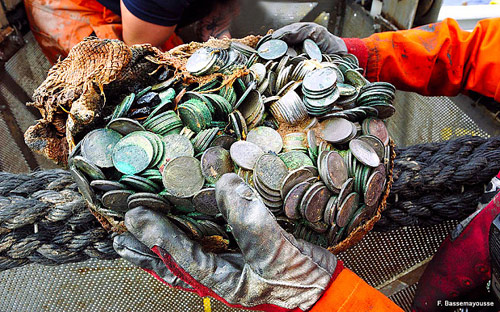 Phát hiện kho báu 50 triệu USD trên tàu đắm ở Đại Tây Dương