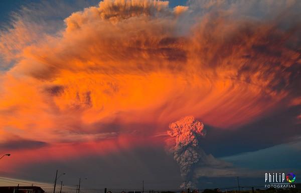 Cận cảnh núi lửa Chile đang phun trào khiến bạn hết hồn