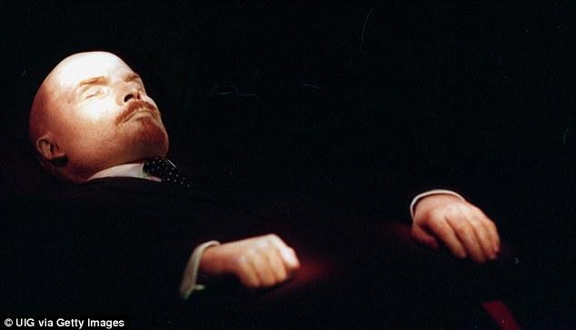 Tại sao thi hài Lenin trông ngày càng tươi tắn hơn?