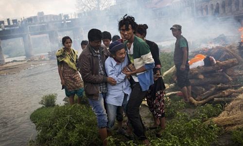 Gần 2.500 người chết vì động đất, Nepal hỗn loạn