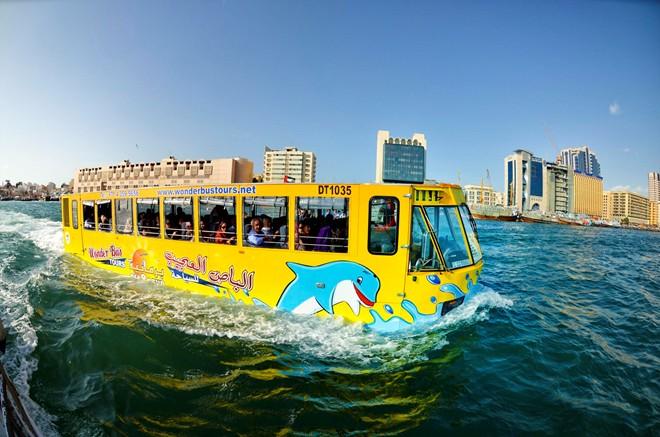 Hàn Quốc chế tạo thành công xe buýt 'lưỡng cư' chạy dưới nước