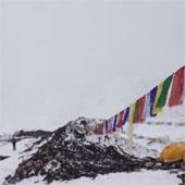 Video: Khoảnh khắc lở tuyết chôn vùi trại leo núi Everest